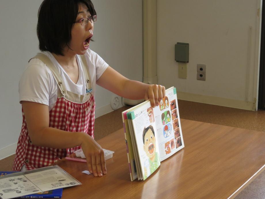 保育園で看護師が歯磨き指導